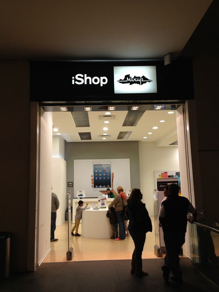 iShop (Apple Store) at Reforma 222 Mall