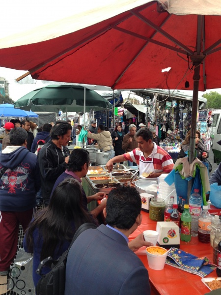 Food vendors in the bustling Chapultepec area