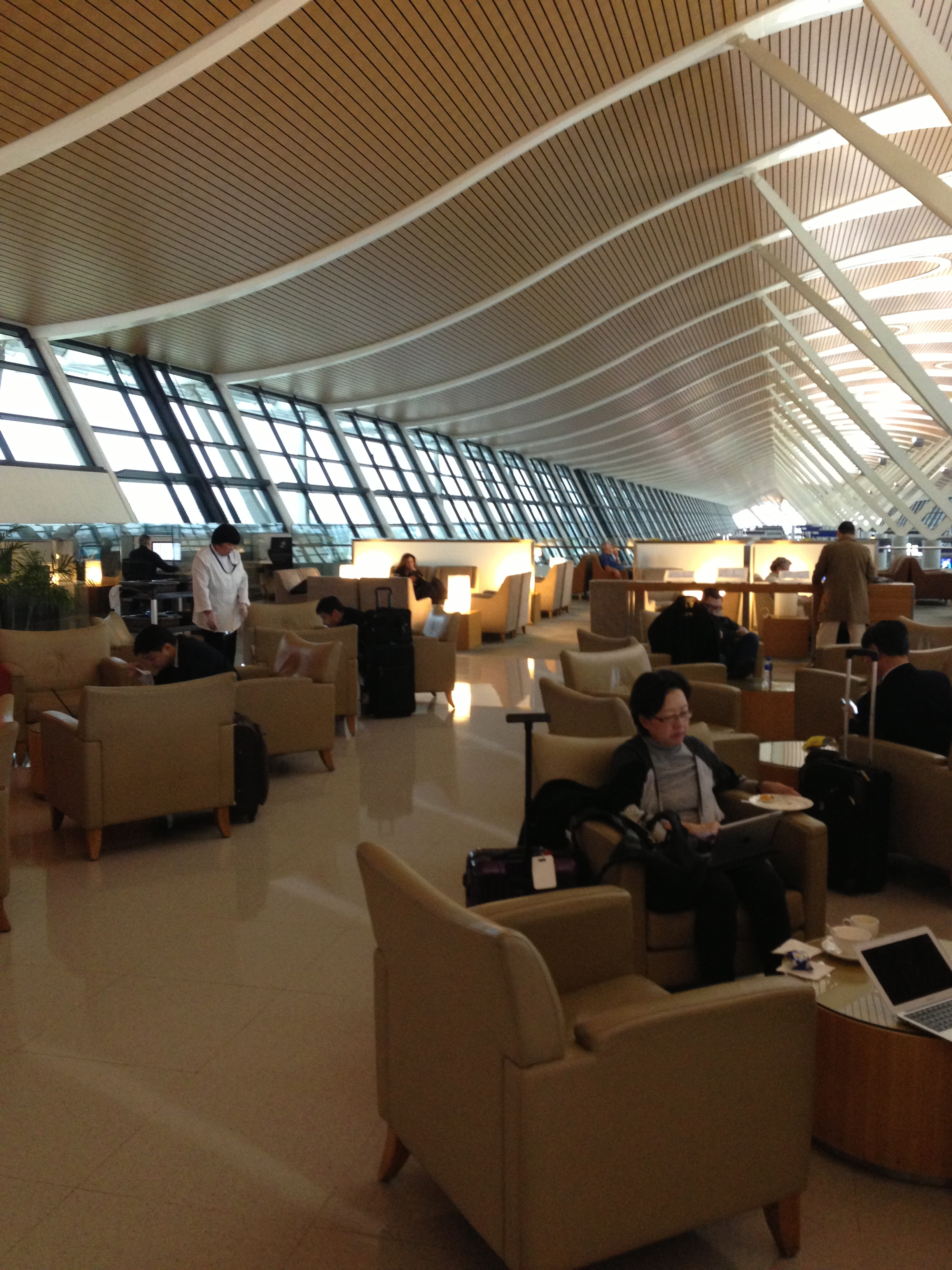 Shanghai Pudong Airport Dragonair and Cathay Pacific Lounge - Points ...
