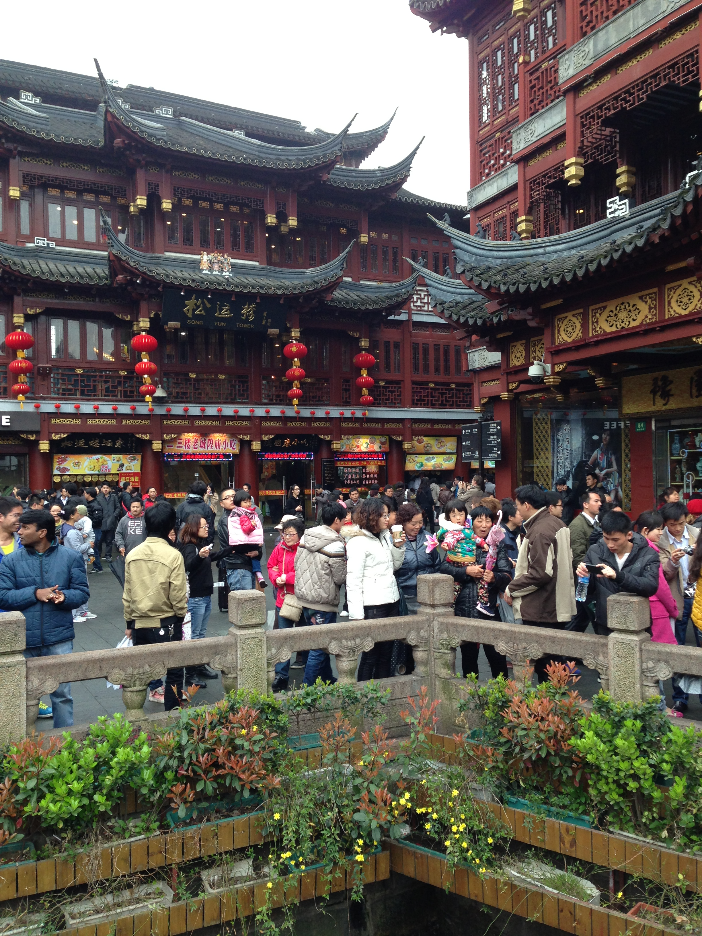 The Sights And Sounds Of The Yuyuan Garden In Shanghai