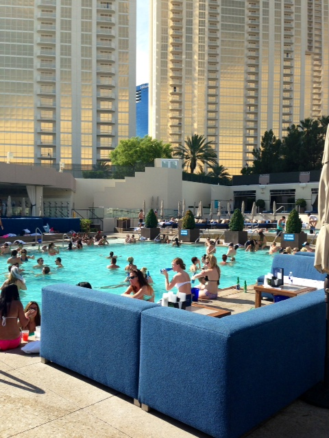 The Sights And Sounds Of Dayclubs And Nightclubs In Las