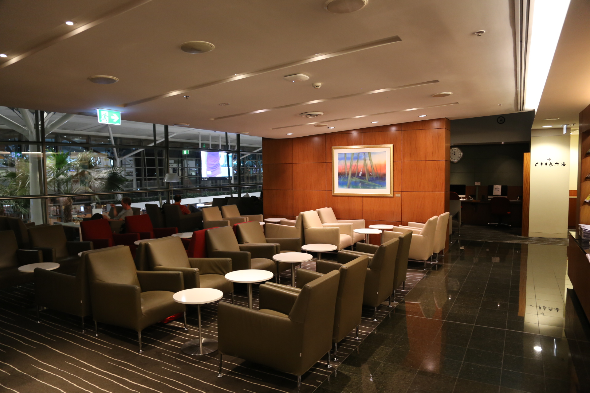 Qantas BNE International Business and First Class Lounge